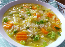 Kapustová polévka s mrkví a rýží