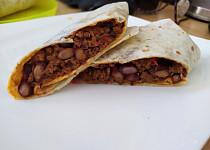 Burrito s mletým masem a červenými fazolemi