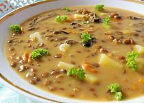 Čočková polévka s houbami a podmáslím
