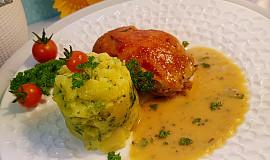 Kuře pečené na placato s marinádou, na cibuli, cuketě a s cuketovo-hořčičnou omáčkou