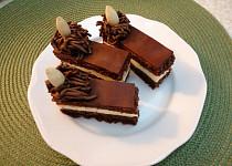 Kakaové řezy s mandlovým krémem