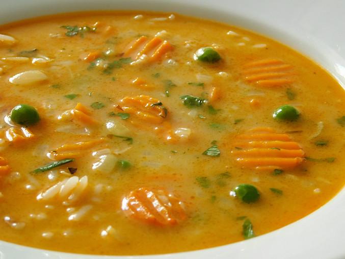 Kvasnicová polévka s vločkami
