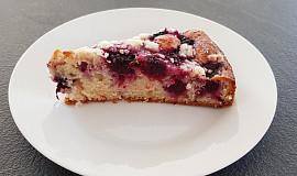 Jednoduchý ovocný koláč s jogurtem