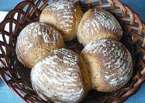 Pšenično-žitný chléb s jogurtem ve tvaru věnce
