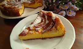 Krupicový koláč s hruškami a skořicí