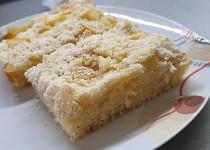 Drobenkový koláč s jablky a mandlemi