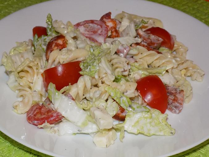 Těstovinový salát s pekingským zelím