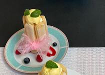 Piškotové dortíky s malinovou omáčkou