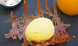 Mangová zmrzlina s jogurtem a medem
