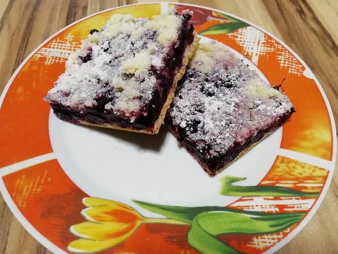 Borůvkový kynutý koláč