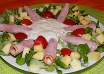Polníčkový salát s ananasem a arašídovou zálivkou