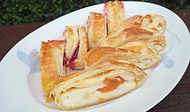 Závin z listového těsta s pudinkem a ovocem