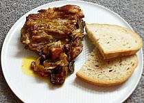 Žebra s uzeným masem a česnekem