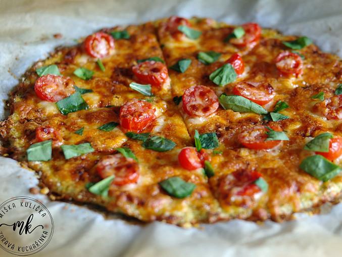 Brokolicová pizza s kuřecím masem