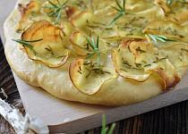 Pizza s brambory a rozmarýnem