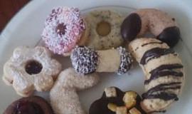Plněné vánoční ořechy s ořechy a bez vajec