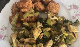 Kuřecí nudličky na kari s pórkem a arašídy