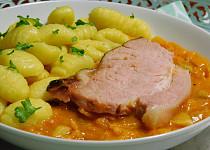 Pečené uzené maso s kapustou na paprice