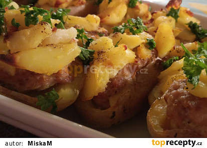 Zapečené  brambory plněné mletým masem