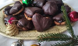 Perníčky s čokoládou slepené švestkovými povidly