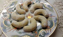 Újezdecké vanilkové rohlíčky z lískových ořechů