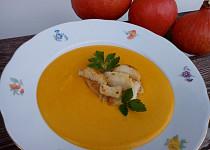 Dýňová krémová polévka s přírodním sýrem