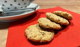 Křehké oříškové sušenky