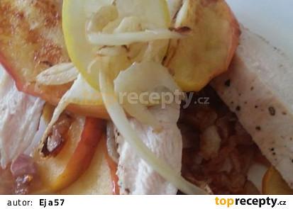 Kuřecí prso s jablky, šalotkami a fenyklem