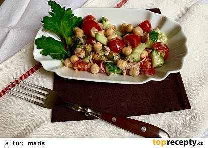 Zeleninový salát s tuňákem a cizrnou