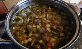 Knedlíčková polévka s nudlemi