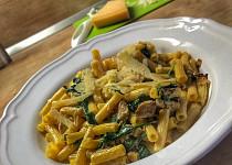 Těstoviny se špenátem a kuřecími kousky