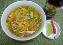 Kuřecí polévka po asijsku