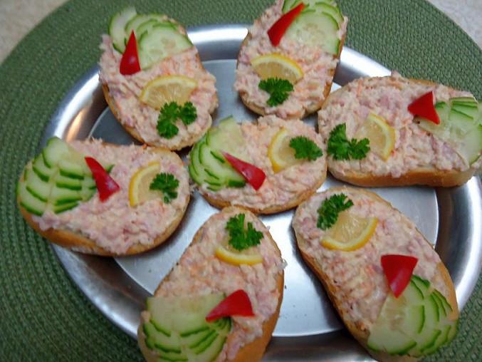 Retro chlebíčky s celerovou pomazánkou