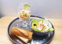 Krevetový koktejl a salát s krevetami