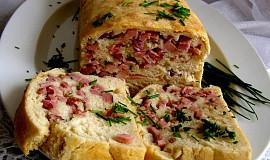 Chlebíček s uzeným masem a parmazánem