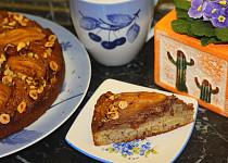 Dvoubarevný hruškový koláč s oříšky