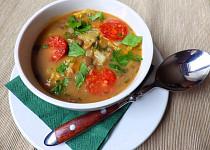 Kapustová polévka s čočkou a klobásou