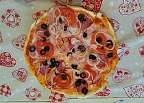 Pizza na plech podle kamarádky