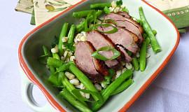Fazolkový salát s kroupami a pečeným kachním masem