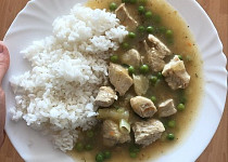 Rýže s kuřecím masem a hráškem