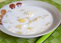Mléková polévka s bramborami a vejci