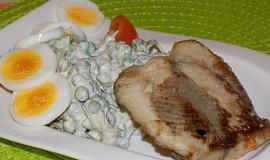 Salát s rybou a hráškem