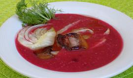 Bramborová polévka s červenou řepou, fenyklem a slaninou