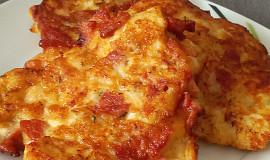 Kuřecí placičky s uzeninou a sýrem mozzarella