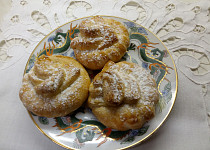 Smetanové koláčky plněné ořechy