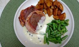 Hovězí biftečky se zelenými fazolkami a pepřovou omáčkou