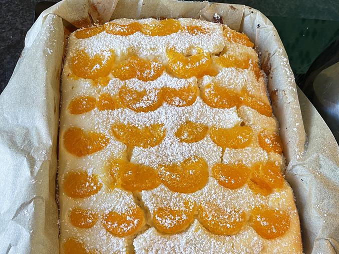 Ovocný tvarohový koláč s drobenkou