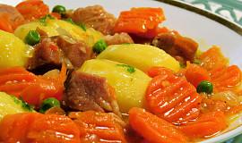 Dušené uzené maso v mrkvi