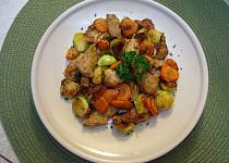 Vepřová krkovička s mrkví a kapustičkami z jedné pánve