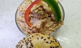Pomazánka ze salámu a paprik